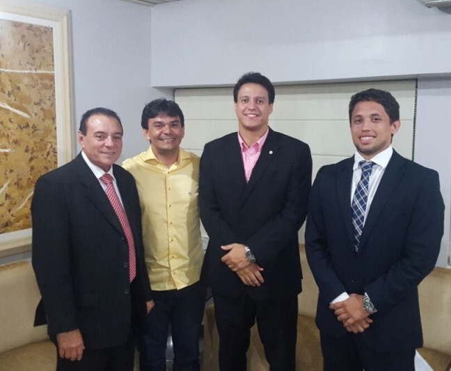 Mesaque do Povo entre o deputado Raimundo Cutrim e o secretário Felipe Camarão