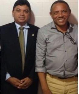 Jerry ao lado de Luizinho, ex-gestor preso pela Polícia Federal.