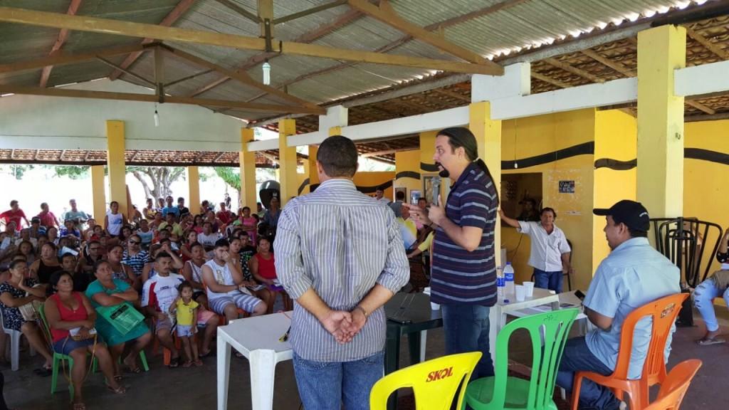 Deputado Júnior Verde discursando.