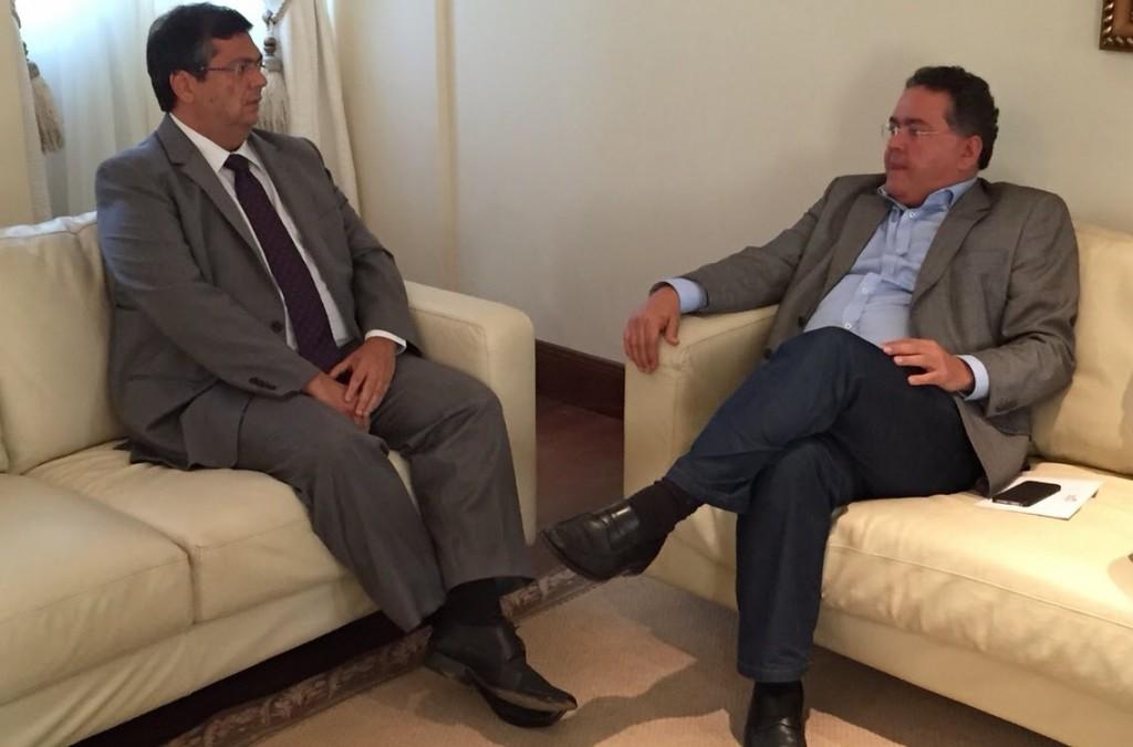 Governador Flávio Dino em conversa com o senador Roberto Rocha (foto Ilustração).