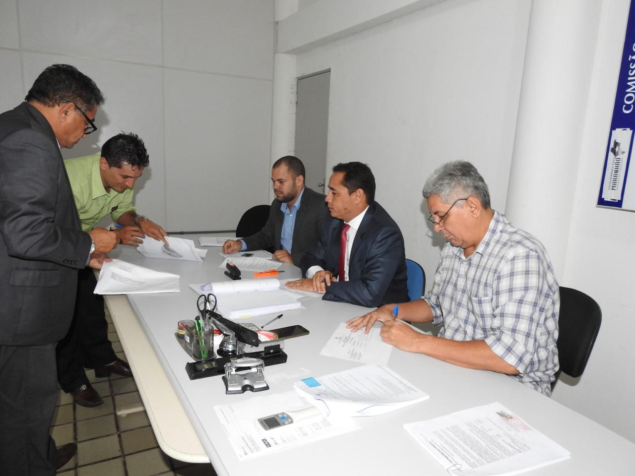 thumbnail_Foto_Governo realiza pregão para aquisição de ambulâncias hospitalares (3)