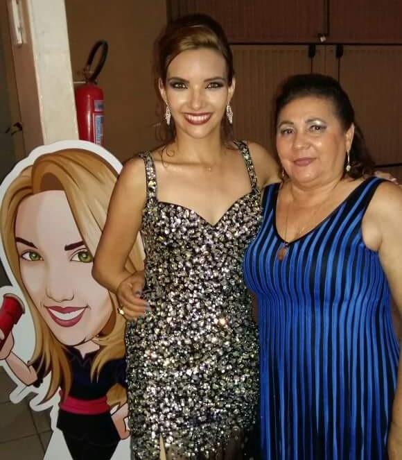 Heloísa juntamente com sua nora, a mulher do prefeito de presidente Dutra.