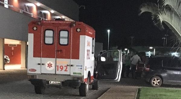 Ambulâncias fizeram rodizio em caso de precisão no evento político. (foto: Blog do Neto Ferreira)