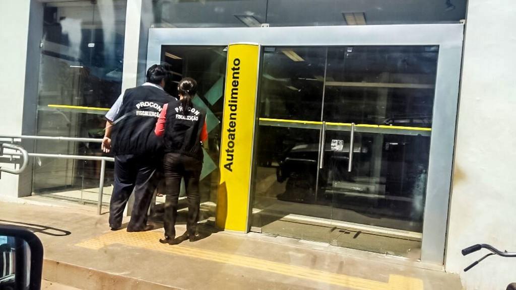Foto 1_Divulgação_Procon_26072016 - PROCON MA fiscaliza e autua bancos em Dom Pedro por irregularidades