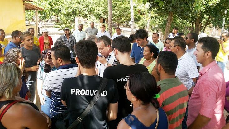 4_Luis Fernando conversando com a comunidade