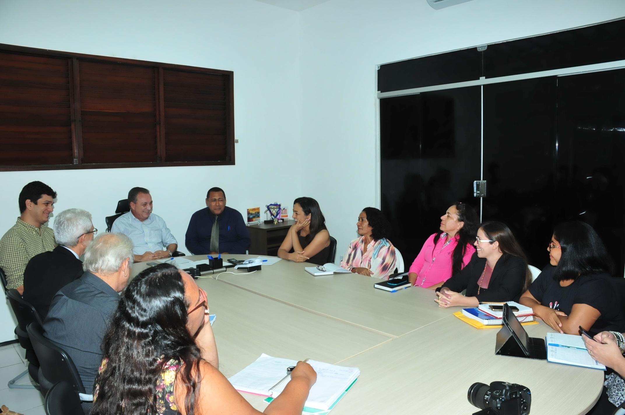 Comissão reunida com Luis Fernando