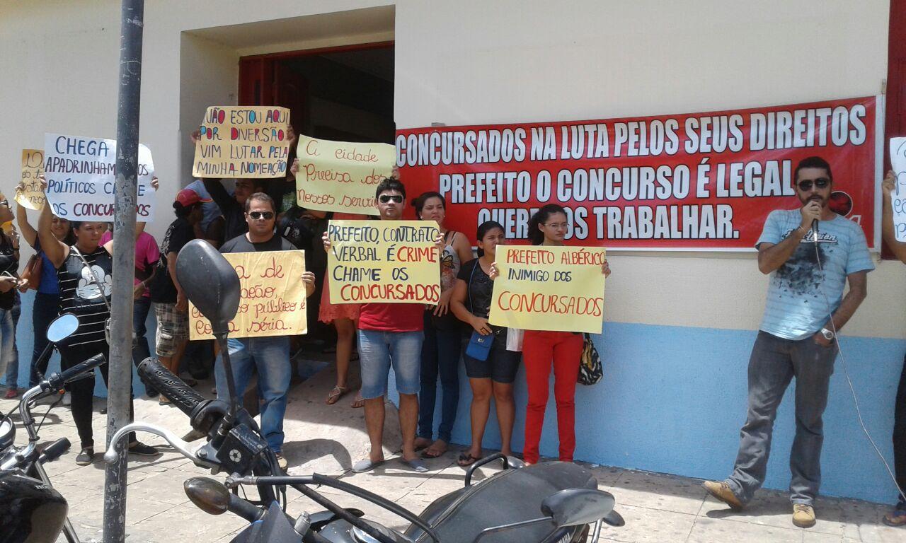 Foto 2- Concursados realizam manifestação em Barreirinhas
