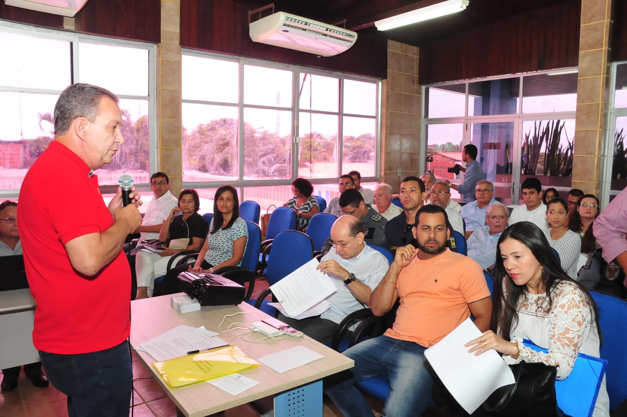 Luis Fernando durante apresentação do palnejamento