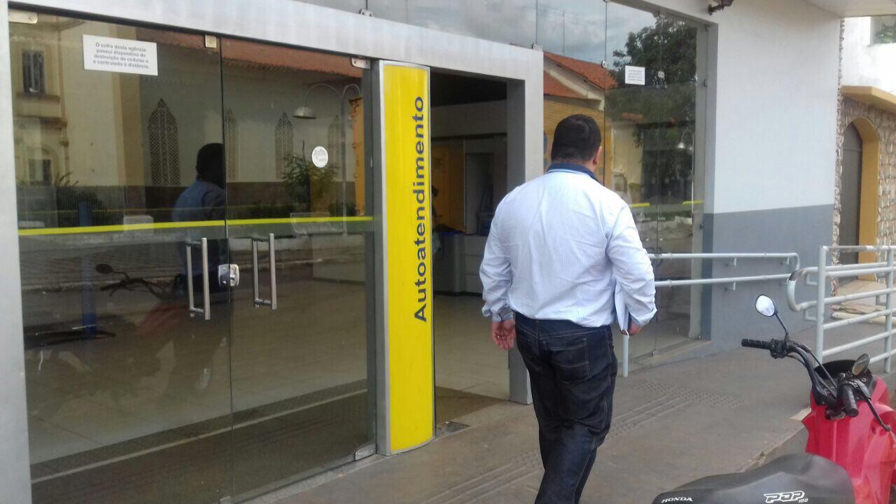 thumbnail_00472_fiscais_aplicam_multa_a_banco_em_sao_domingos_do_maranhao_2101572977675461699