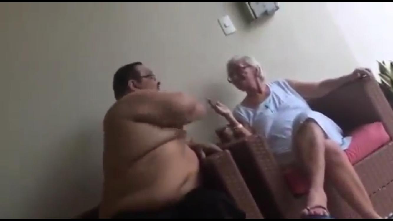 Momento da agressão a idosa.