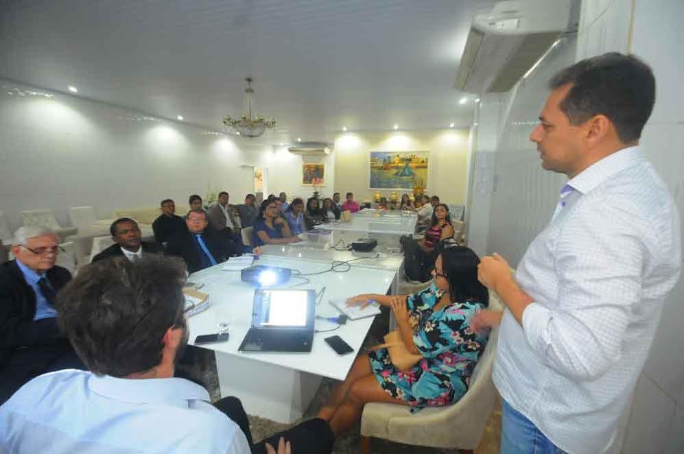 Reunião serviu para discutir proposta de criação de Secretaria de Políticas Públicas.