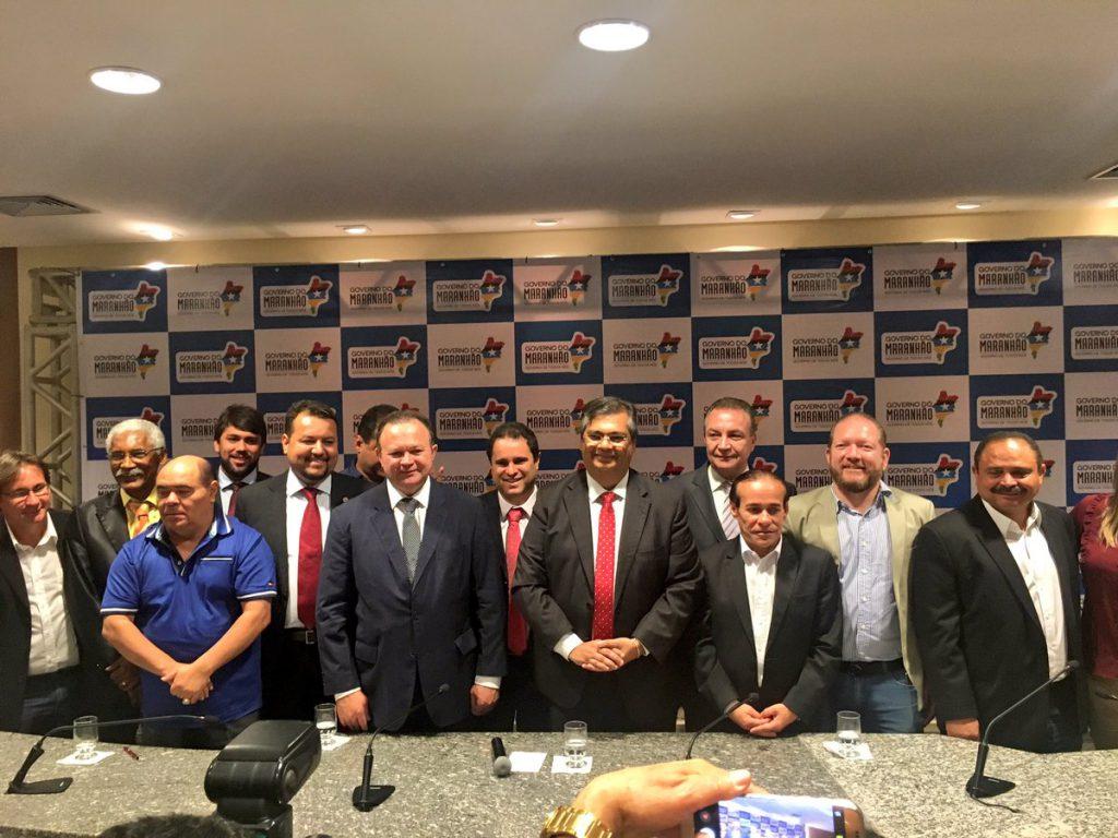 Astro de Ogum, com governador Flávio Dino, prefeito Edivaldo Holanda Junior e autoridades, no lançamento do Mais Asfalto para região metropolitana de São Luís.