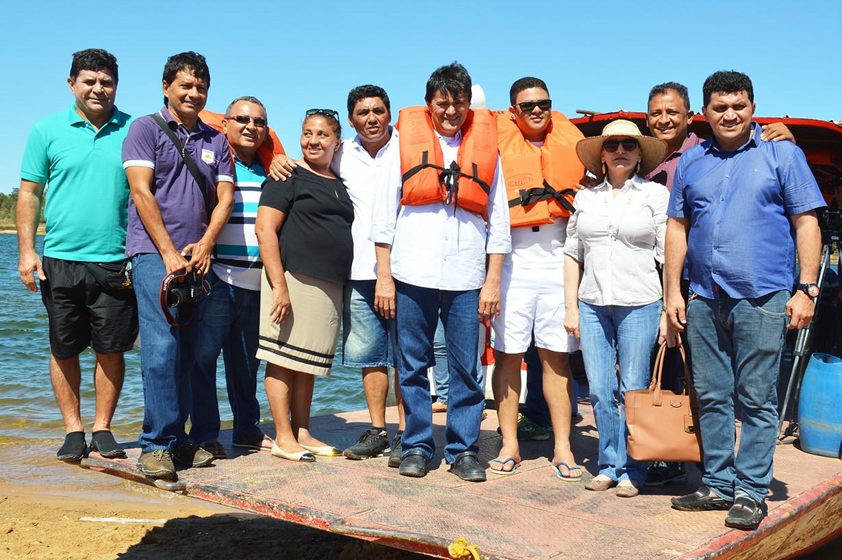 thumbnail_Deputado Léo Cunha com vereadores secretários municipais e ambientalistas durante visita técnica ao Rio Tocantins em Imperatriz
