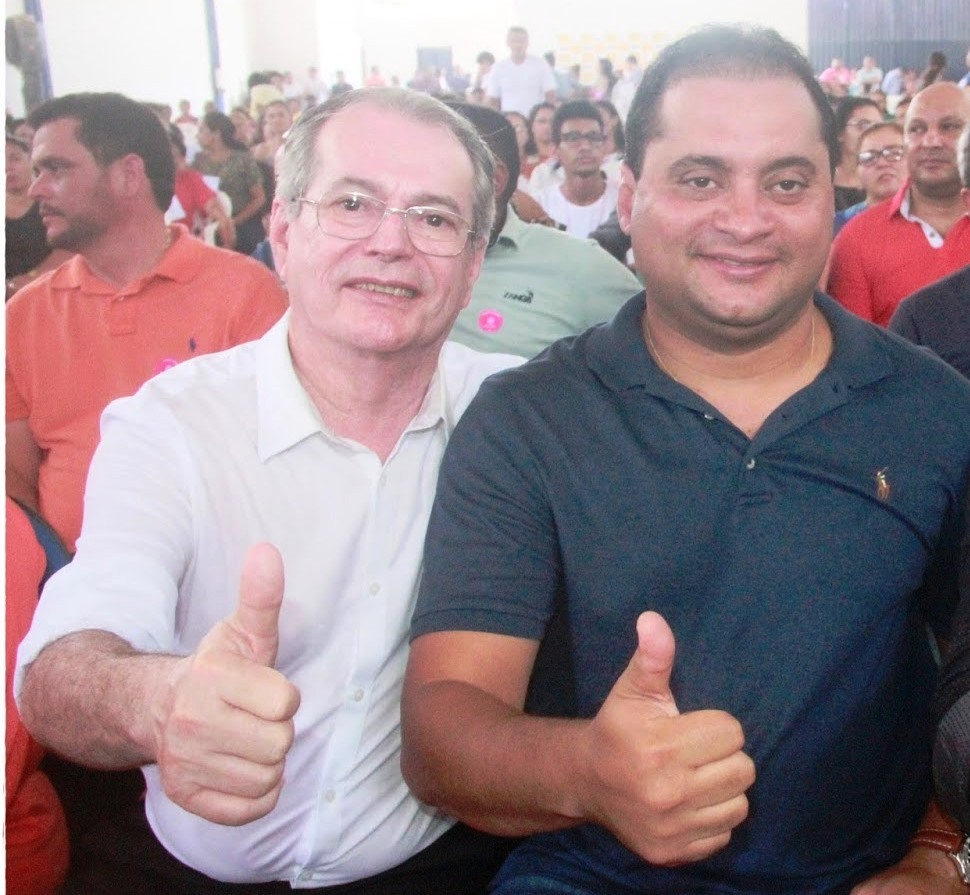 Levi Pontes ao lado de Weverton Rocha, durante evento.