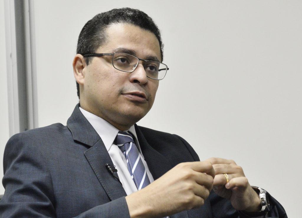 Carlos Lula secretário de Saúde.