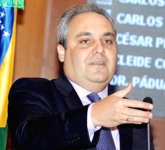 """Marcelo Tavares: """"por que continuar com o casamento PT-PMDB""""."""
