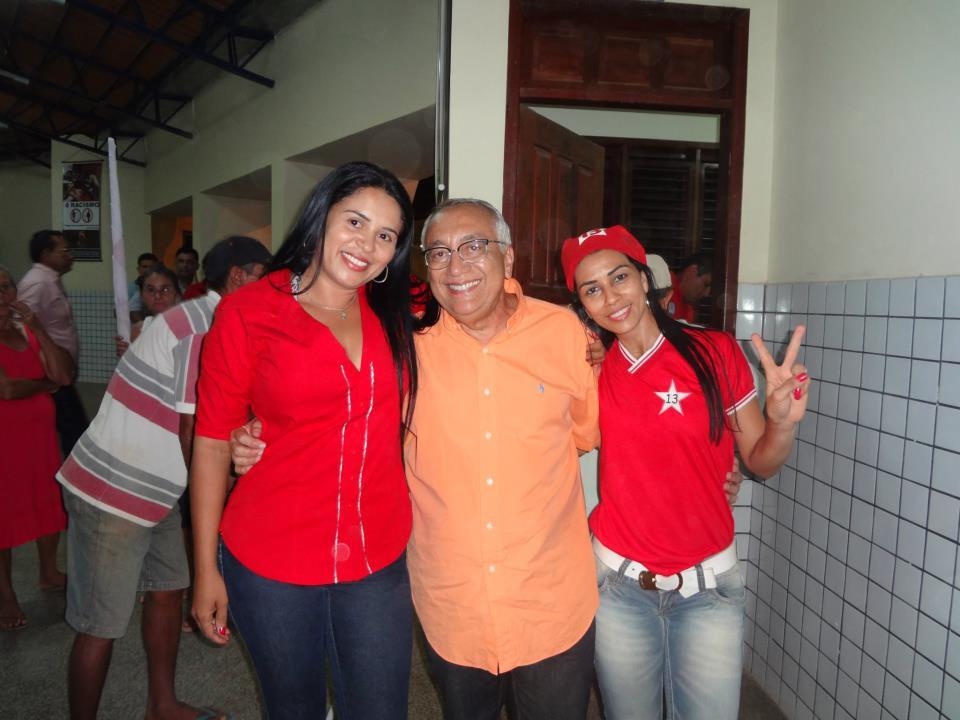 Aliado de Gastão usa as dependências da escola para dar suporte ao comício.