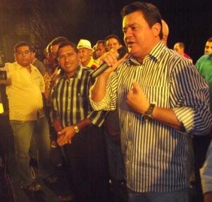 Rigo Teles declarando apoio a candidatura de Carlito Santos.