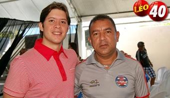 Leo Coutinho abraçado com Franklin Pacheco.