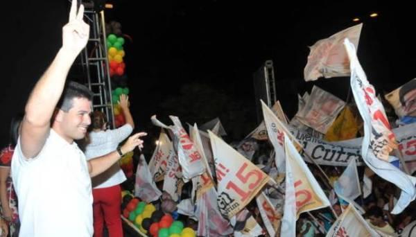 Milhares de pessoas participaram do comício de Gil Cutrim.