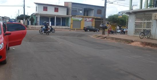 Após prisão de Bia Venâncio, Raimundo Filho assume prefeitura inicia trabalhos de tapa buracos.