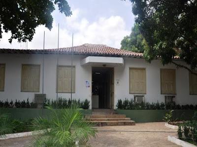 Gabinete da prefeita: R$ 222 mil entre material de limpeza e expediente