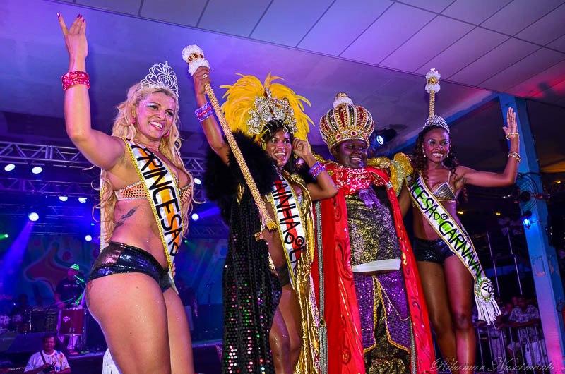 O Rei Momo Vitor Mendes já coroado.