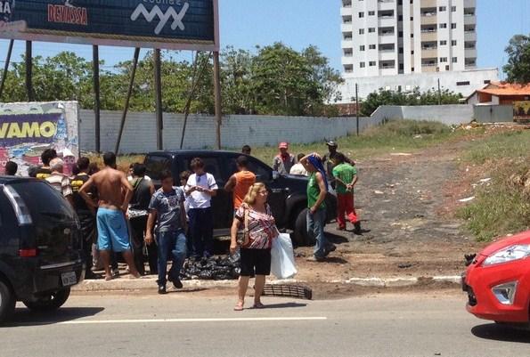 Um senhor conduzia a caminhonete envolvida na colisão (Foto: Zeca Soares/G1)