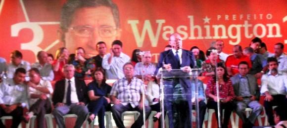 O senador João Alberto em discurso da convenção do PT/PMDB.