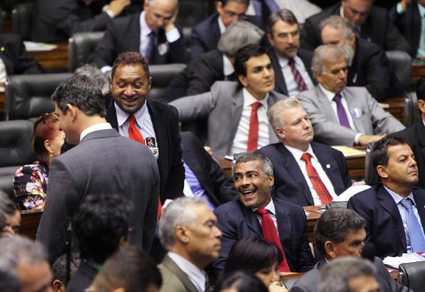 Tiririca conta piada para Romário (foto: Orlando Brito/ObritoNews)