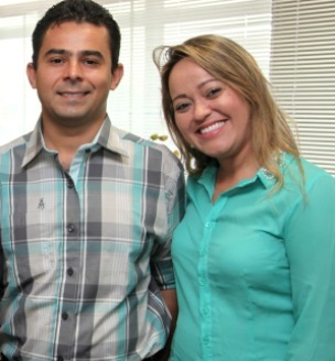 Eric Costa e sua esposa.