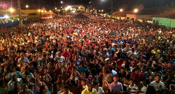 População participa de festa do dia do Trabalhador.