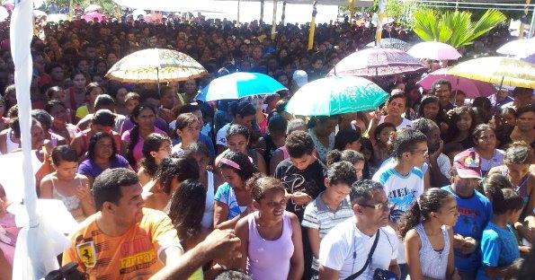 Moradores de Coelho Neto participam da festa na na Praça Duque Bacelar.