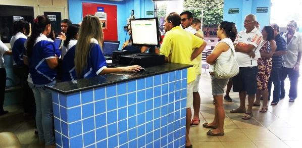 Usuários no Viva Cidadão da Praia Grande em busca dos Licenciamentos 2013