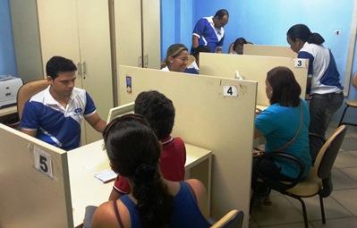 Funcionários do Detran prestam atendimento especial no Viva Cidadão da Praia Grande.
