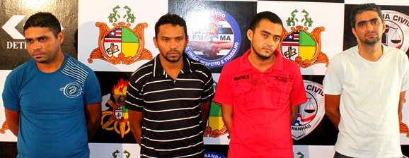 Grupo preso acusado de pertencer a quadrilha de assaltantes de bancos .