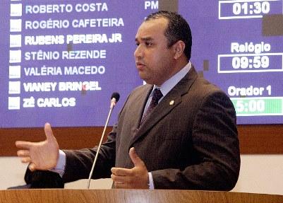 O parlamentar classificou como equivoco a relação do prefeito com os agiotas.
