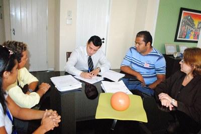 Defensor geral Aldy Mello Filho assina ordem de serviço para reforma e adaptação do núcleo regional da DPE em Barra do Corda.