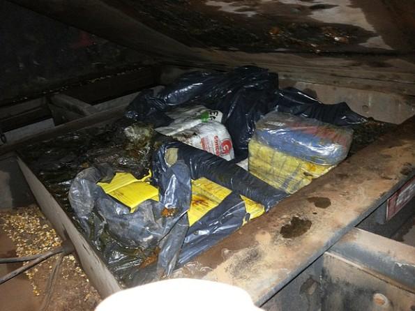 Droga foi encontrada em um fundo falso de um caminhão com placas de Rondônia