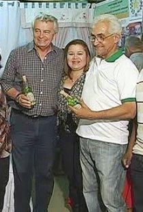Melo tomando uma cerveja com o ex-prefeito e aliado.