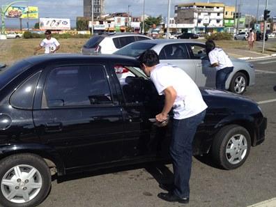 Diretor do Detran, André Campos foi as ruas alertar motoristas sobre álcool e direção