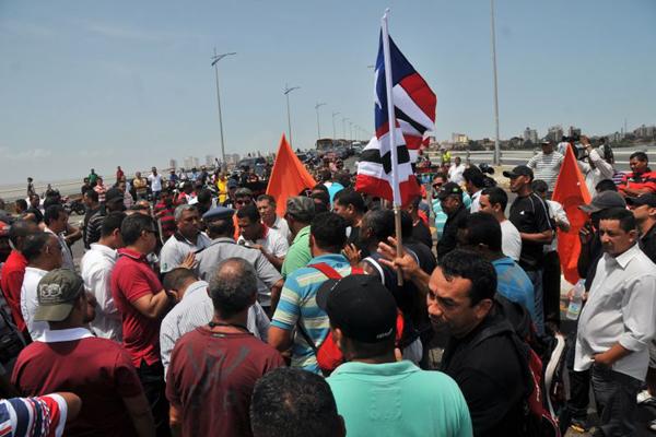 O protesto dos policiais militares, civis e bombeiros, ocupou a Ponte José Sarney.