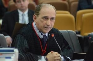 O relator do recurso, desembargador Lourival Serejo, manteve novamente a interdição do loteamento Alto das Brisas (Foto: Ribamar Pinheiro)
