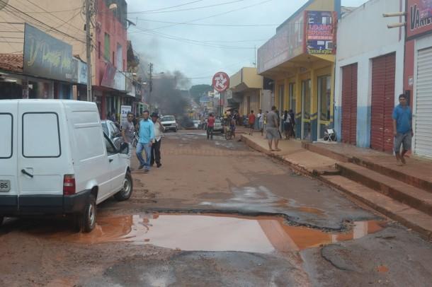 LUA População da Vila Ildemar se mostra revoltada com o abandono por parte do Executivo municipal. Foto: Reprodução / Facebook