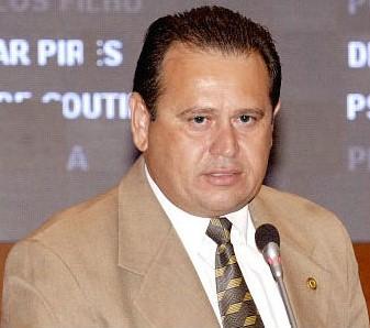 Deputado Stênio Rezende.
