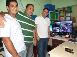 Diretor-do-Hospital-Kawan-Ricardo-Matias-apresentando-a-nova-central-de-monitoração-do-Hospital-Municipal-de-Dom-Pedro.