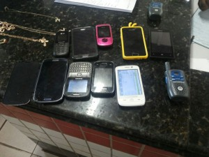 Alguns dos objetos roubados pelos assaltantes