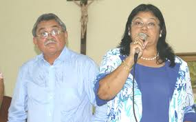 Ex-prefeito Roberth Bringel ao lado da deputada.