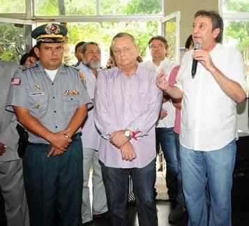 Ricardo Murad no ato de posse na Segurança, ao lado de deputados e de demais integrantes da cúpula da SSP.