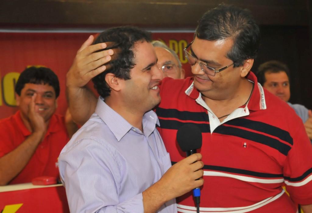 Holanda Júnior e Flávio Dino durante as promessas de campanha.